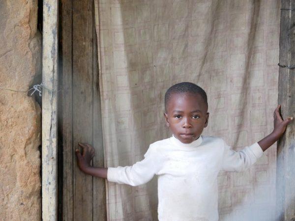 Kind im Armenviertel
