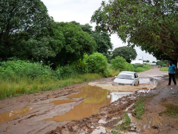 Straßenzustände in der Regenzeit